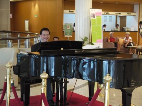 ピアノの生演奏・・・・