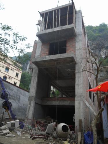 建築中・・・。怖い