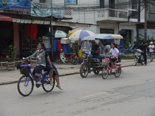 女の子もバイクで登下校