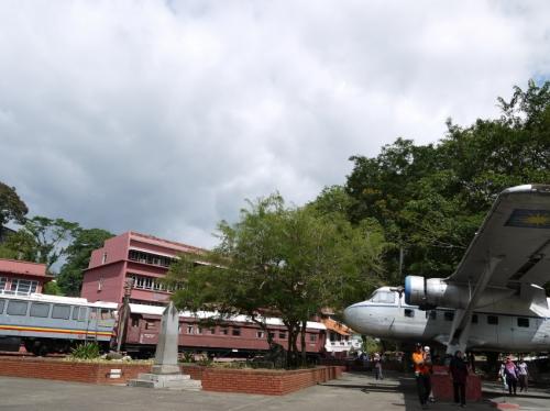 飛行機とかおいてる公園