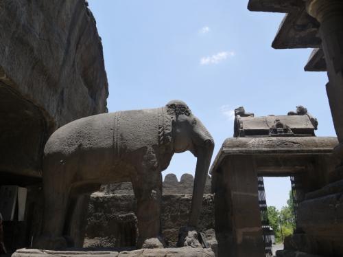 ゾウさんも彫るよ