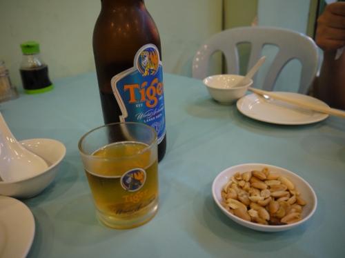 ピーナッツとビール