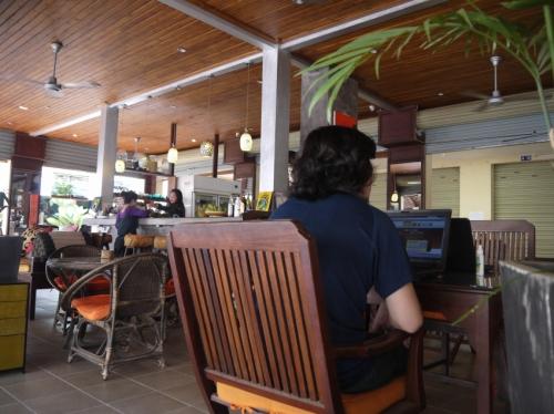 カフェにてお仕事。