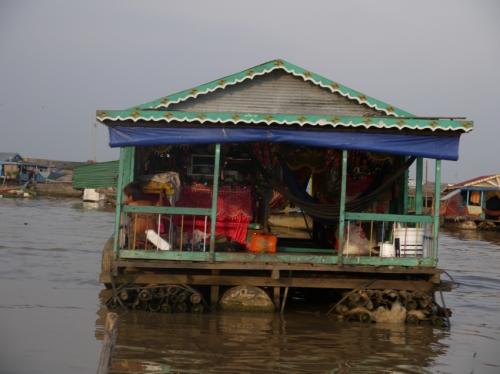 トレンサップのベトナム人住居