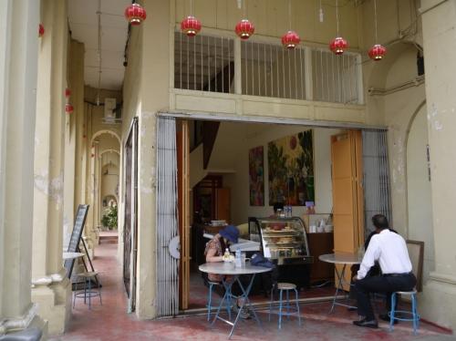 クー・コンシ最寄りカフェ