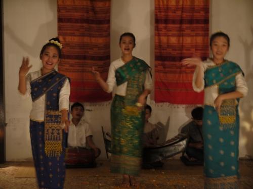カワイイ伝統舞踊ショー