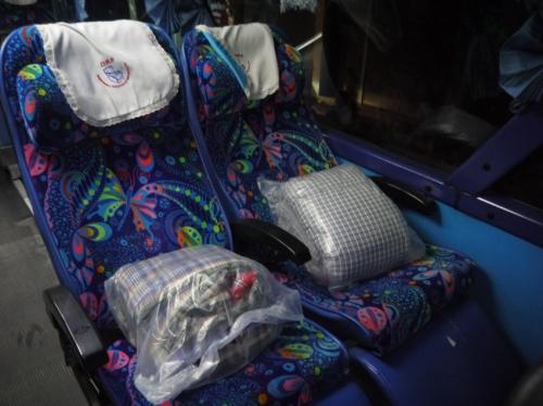 おふとん置いてるバスの座席
