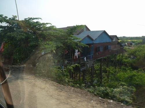 トレンサップのカンボジア人住居。