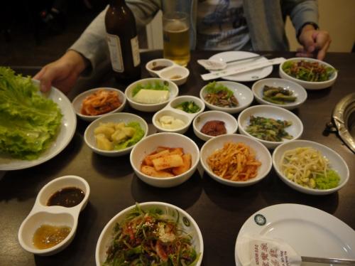 韓国焼肉の怒涛のおかず。