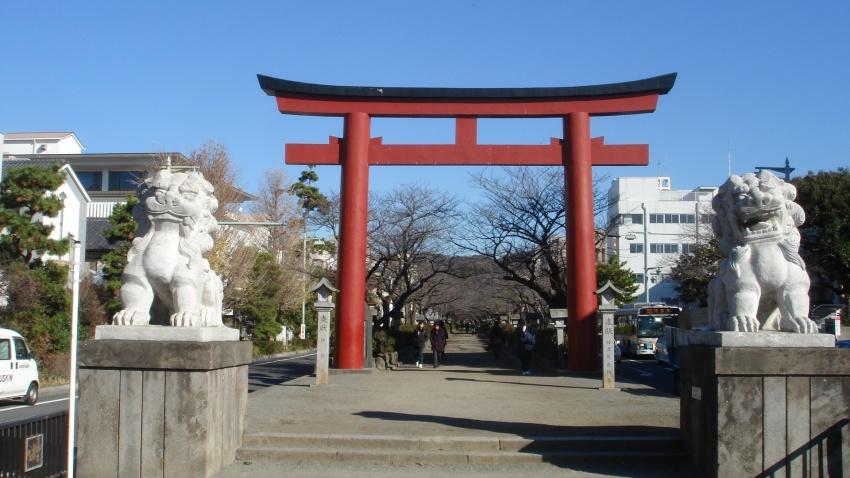 鶴岡八幡宮と由比ヶ浜 ...